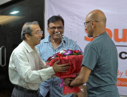 Felicitation-Shot